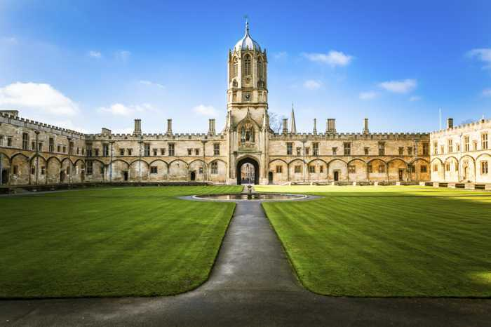 Tom Tower in Christchurch College, Oxford University, England